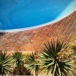 ¿Por qué es una buena opción añadir hormigón impreso alrededor de tu piscina?